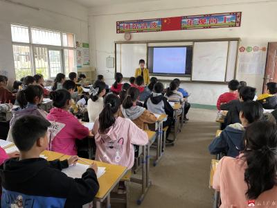 楊寨鎮余店中心小學:重安全教育,保節日平安