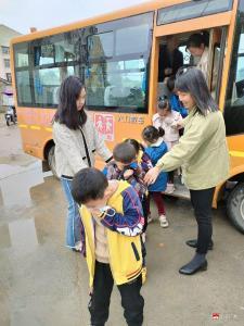 蔡河鎮北街幼兒園開展交通安全演練