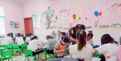 李店鎮中心幼兒園開展暑期區角創設培訓活動