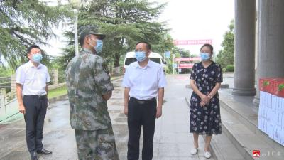 崔传金走访慰问驻广部队官兵