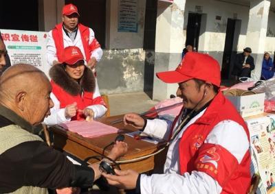 新时代文明实践在随县——安居镇卫生院志愿服务队开展关爱独居老人活动