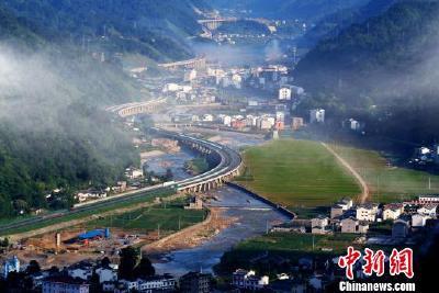 """中国新闻网:三峡夷陵实现长江干流化工企业""""清零"""""""