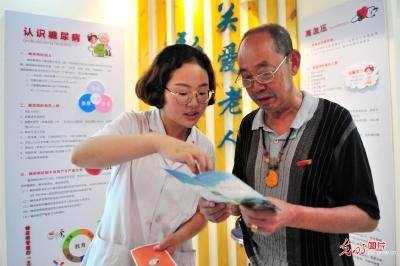 光明网:自助式健康小屋暖民心