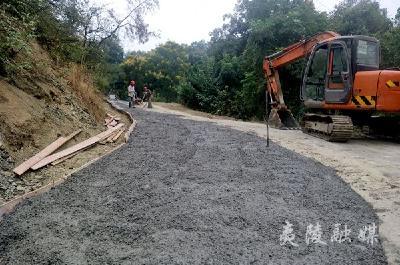 企业家出资为村民修路 助力乡村振兴发展