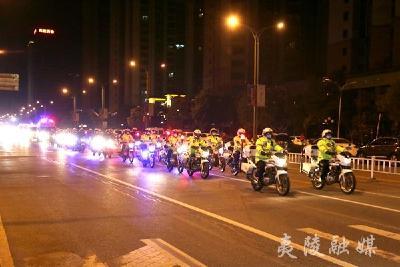 夷陵城区全面管控 120名民警开展路面巡逻