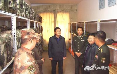 襄阳某预备役旅政委李正东调研襄州营连建设和军地扶贫