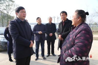 杨兴铭:开展农村人居环境整治 提升铁路沿线村容村貌