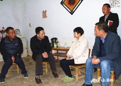 """黄进到张家集镇走访贫困户并落实""""两天一夜""""驻村帮扶工作"""