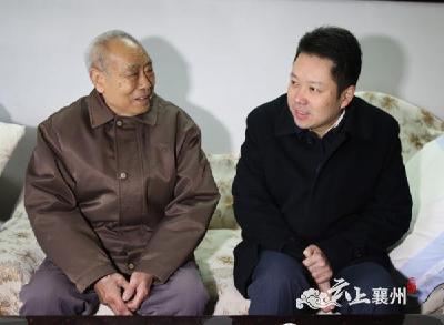 黄进春节前走访慰问区级离退休老领导