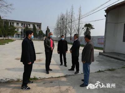 区领导到张家集镇中营村调研扶贫、复工复产工作开展情况