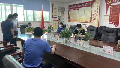 教育局副局长陈华员一行到张湾专项督查创文工作