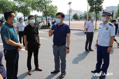 刘明锋:压实责任 常态化抓好疫情防控和安全生产工作