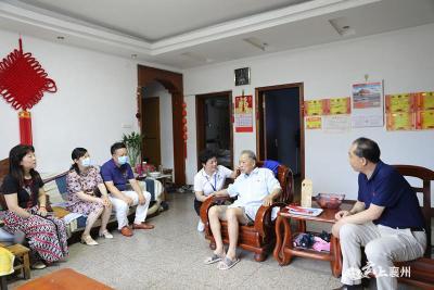 襄州区卫健局走访慰问老党员