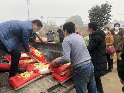 孝南:爱心企业消费扶贫 认购7000斤大米