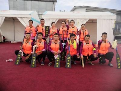 刚刚:黄石市龙舟队获得男女混合12人500米直道赛冠军