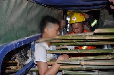 男子胸膛被4根竹子刺穿 黄石消防展开生死大营救