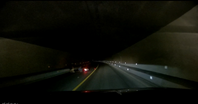 阳新黄阳路:一摩托车隧道内摔倒 热心司机及时处置