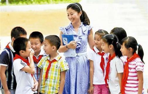 """习近平寄语教师金句:要成为塑造学生的""""大先生"""""""