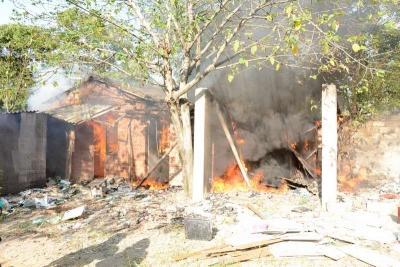 废弃民房发生火灾 黄石消防快速处置