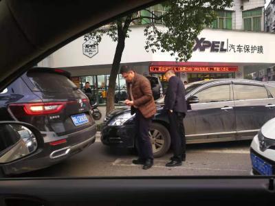 快讯:杭州路发生多次车辆相撞