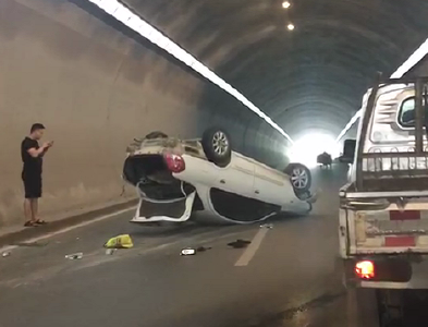 突发 | 牛尾巴隧道发生车祸(视频)