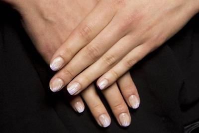 指甲有竖纹表明缺钙?这些疾病自测法其实是自己吓自己