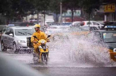 钱江晚报:极端天气请假算旷工?不能再用生命送外卖