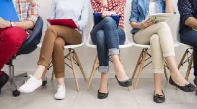 常跷二郎腿危害多 如何改掉坏习惯?
