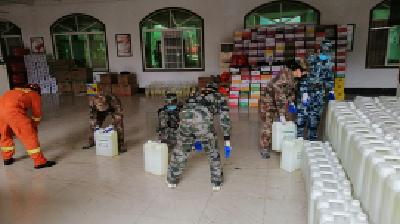 西塞山区人武部能打硬仗 紧急搬运物资他们上