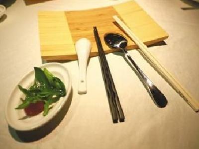 武汉全面推行分餐制 顾客就餐前餐厅要备好双勺双筷