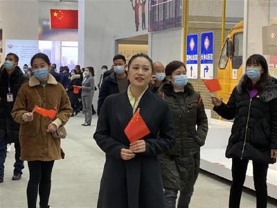 我爱你,中国!抗疫展现场一首歌唱出30万观展人心声