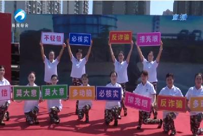 广电车展现场  来了反诈广场舞
