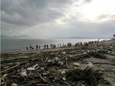 鼓浪屿每天限1.5万人 沙滩垃圾成灾尚未清理