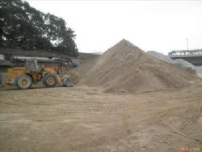 黄州打击非法黄砂囤积点清理行动进入攻坚阶段