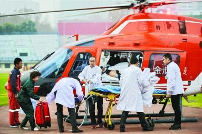 十堰患者病危飞武汉就医 系湖北首次空中转运危重症病人