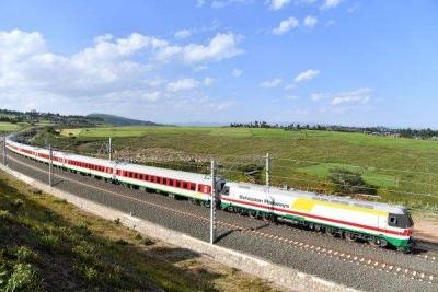 """中国铁路""""走出去"""" 助力非洲换新颜"""