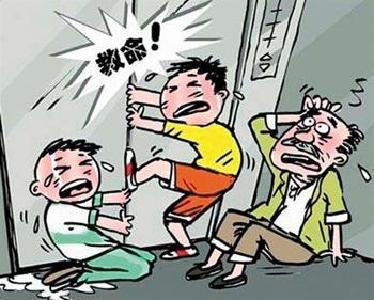 """高楼电梯突发故障 6个孩子被困""""半空"""""""