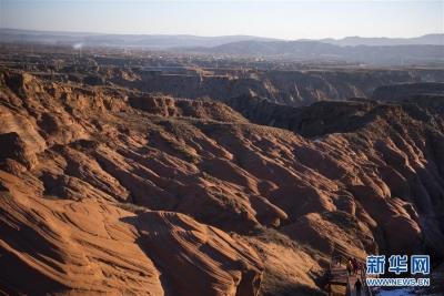 黄土高原上的大规模丹霞景观带