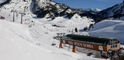 西班牙冬季冰雪之约,滑雪赏景两不误