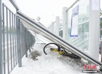 受大范围降雪影响 12省98条高速公路局部路段封闭