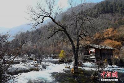 九寨沟震后恢复良好 冬景宛如童话世界