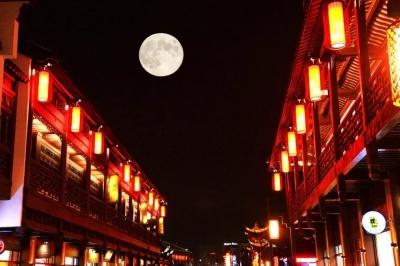 今年元宵节为什么比去年晚了19天?十五的月亮是十六圆吗?