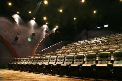 春节假期过半中国电影票房已超30亿元 创历史新高