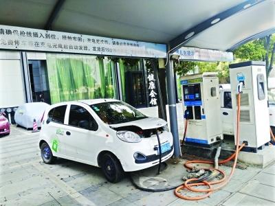 媒体记者在武汉体验开共享汽车 每小时花21元