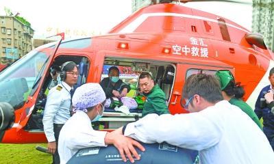葵花籽呛进气管呼吸困难 1岁幼童直升机转运抵汉急救