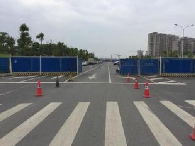 未交付道路被圈建成停车场 还可200元包月