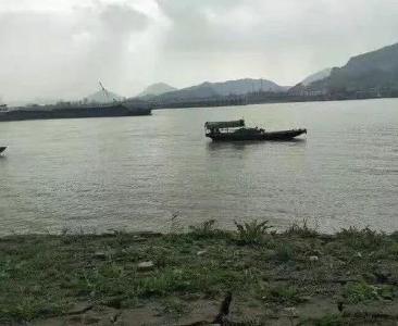 长江黄冈段一快艇与货船相撞翻沉,2人被救3人失踪