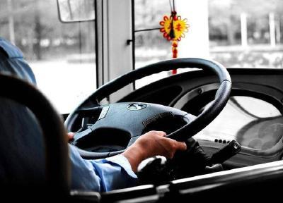 国家发文!抢夺方向盘等妨害安全驾驶行为将被定罪处罚