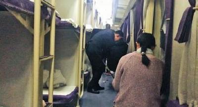列车员夫妻的9年春运:没吃过团圆饭 电话送祝福