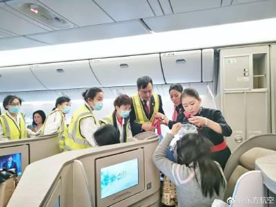 备降救人!飞机空中放油39吨,网友却吵了起来...